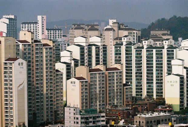 high_rise_apartments_in_jangandong_dongdaemun-gu_seoul_south_kor
