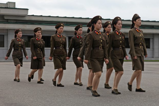 north_korea_-_army_and_women_soldiers_5015260495