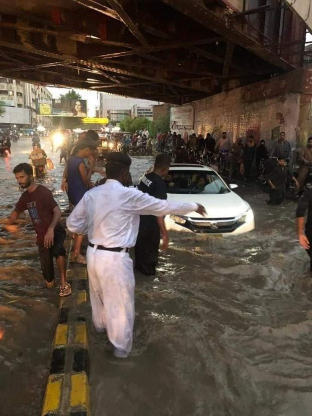 Rescue efforts seek to ease problems for commuters