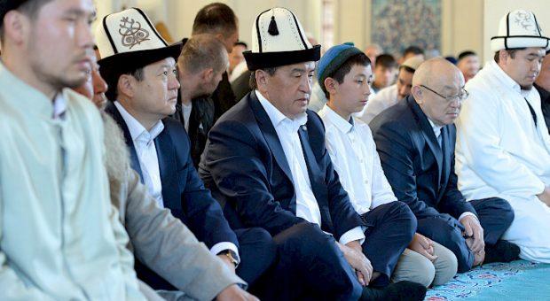 President Jeenbekov attending prayers  (Kabar)
