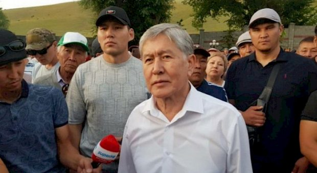 Former President Almazbek Atambayev being arrested (Khabar)