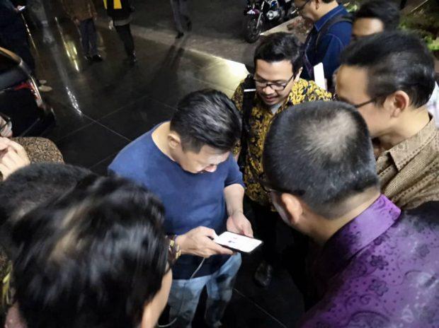 Ambadsador Rusdi Kirana and a group of Malaysian journalists after rushing down 16 flights of stairs in Jakarta