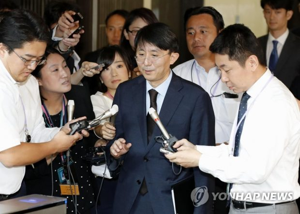 Kim Jung-han speaks to the press following talks with his Japanese counterpart, Shigeki Takizaki in Tokyo (Yonhap)