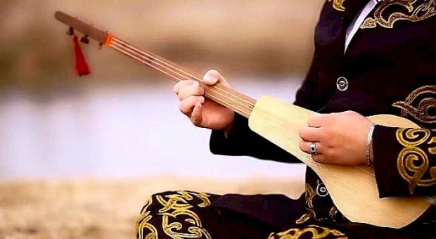 The Komuz, Kyrgyzstan's famous musical instrument (Kabar)