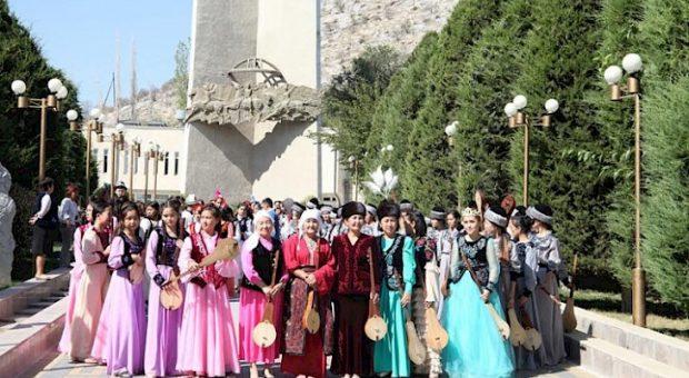 Celebrating Komuz Day (Kabar)