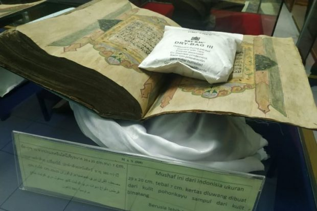 One of the oldest Indonesian Holy Quran manuscripts preserved at the Ahmadiyah Islamiyah Museum in Narathiwat Province, Thailand. (Antara)