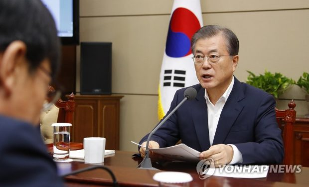 President Moon Jae-in speaks during a meeting with his senior aides (Yonhap)