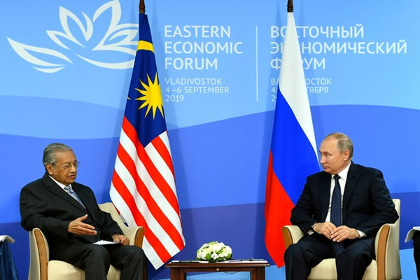 Putin and Mahathir during their meeting (Bernama)