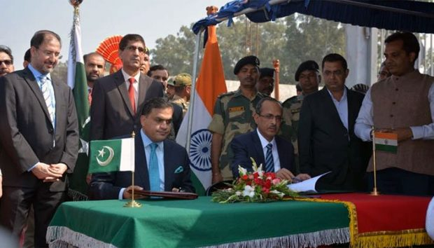 Officials of Pakistan and India signing the agreement for opening the Kartarpur Corridor