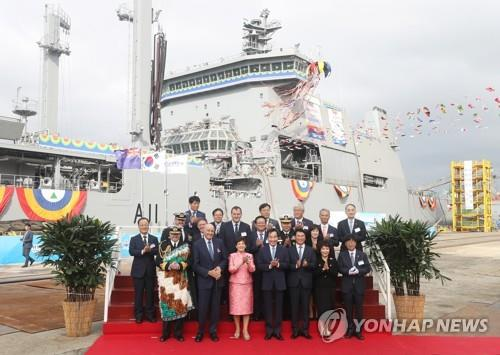 Officials from South Korea and New Zealand attend a christening ceremony for a New Zealand logistics support vessel (Yonhap)