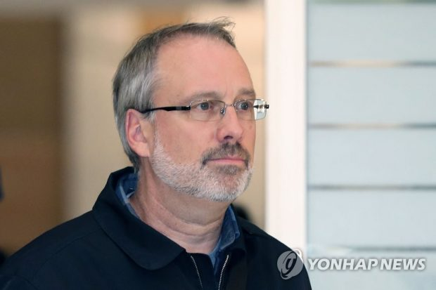James DeHart, the top U.S. negotiator in defense cost-sharing talks with South Korea, arriving at Incheon International Airport. (Yonhap)