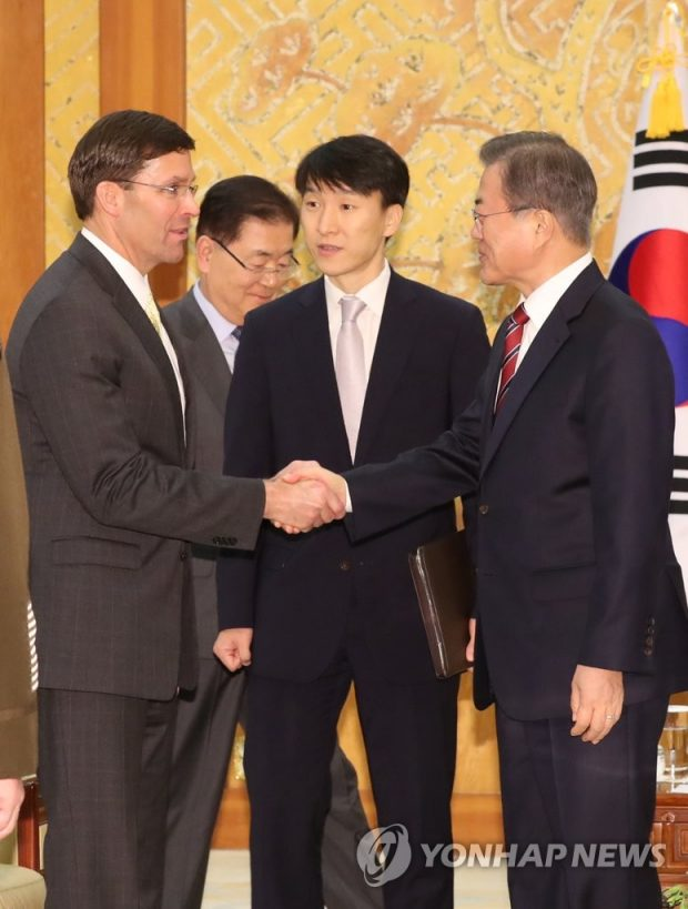 President Moon Jae-in (R) shakes hands with U.S. Secretary of Defense Mark Esper (L) at a Cheong Wa Dae meeting on Nov. 15, 2019. (Yonhap)