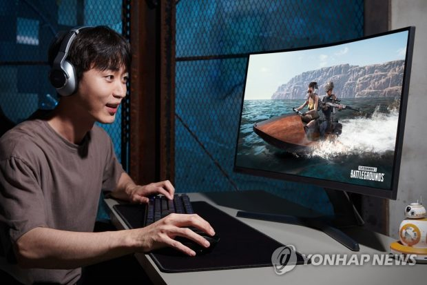 A gamer plays an online game in this photo provided by Samsung Electronics Co. on July 15, 2019 (Yonhap)
