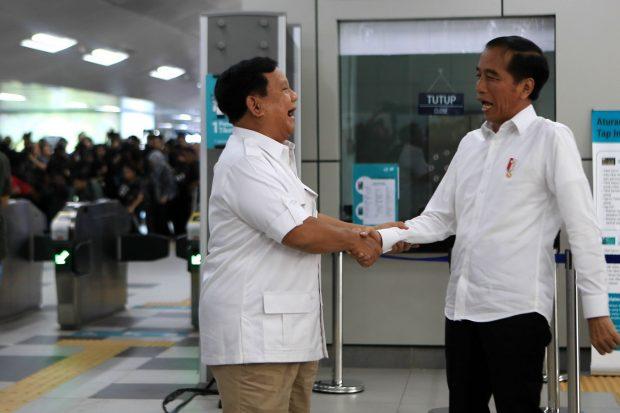 Subianto (left) and Jokowi Widodo shake hands (Jakarta Post)