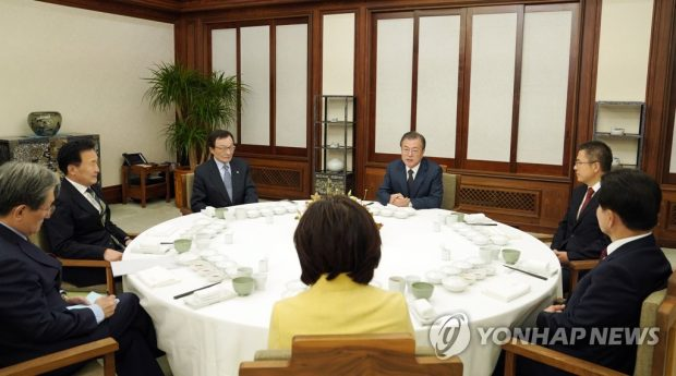 President Moon Jae-in (3rd from R) holds a meeting with the heads of South Korea's five major political parties (Yonhap)