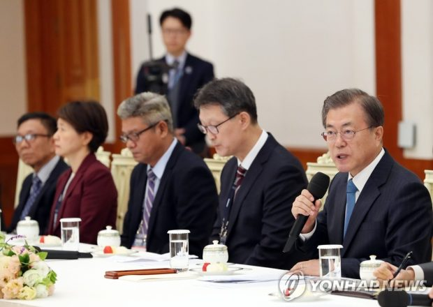 President Moon Jae-in speaks at a Cheong Wa Dae meeting with representatives from the members of the Organization of Asia-Pacific News Agencies (OANA) on Nov. 7, 2019. (Yonhap)