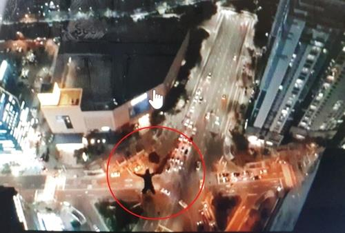 This image of a man base jumping from a skyscraper in Busan is captured from a video posted on the jumper's social media account (Yonhap)