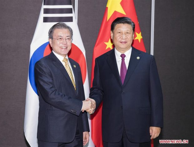 Chinese President Xi Jinping (R) with his South Korean counterpart Moon Jae-in (Xinhua)