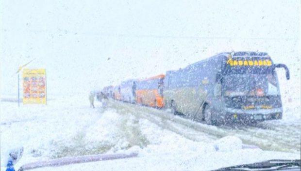 a-train-stranded-in-snowfall-in-balochistan