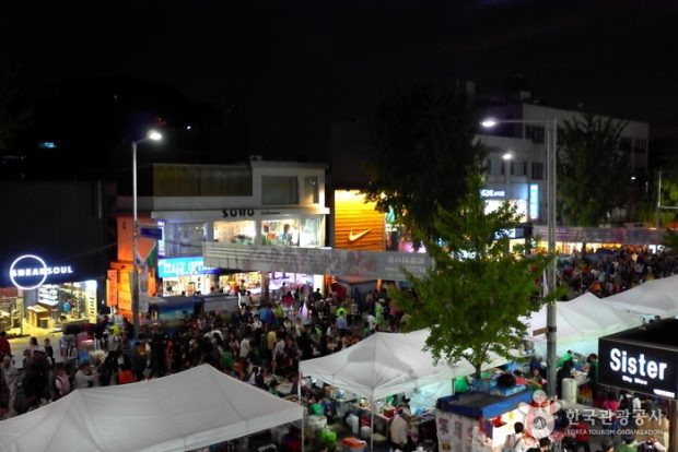 This photo captured from the website of the Korea Tourism Organization shows large crowds on the street in the Itaewon district of Seoul enjoying the Itaewon Global Village Festival on Oct. 12, 2019. (Yonhap)
