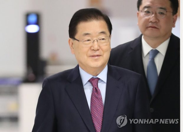 Chung Eui-yong, head of Cheong Wa Dae's national security office, arrives at Incheon International Airport from Washington, D.C., on Jan. 10, 2020. (Yonhap)
