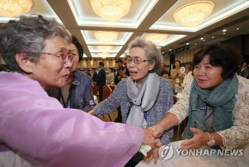 In this file photo, taken on Aug. 24, 2018, Ryang Cha-ok (L) of North Korea meets with her South Korean sisters at a hotel at the North's Mount Kumgang resort on the east coast as part of inter-Korean family reunions. (Yonhap)