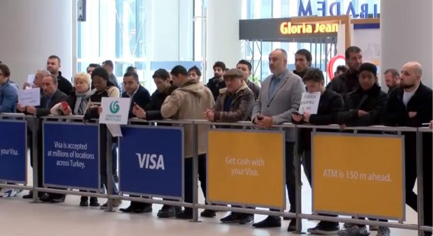 Pickup signs are now banned at Istanbul Airport (Hurriyet)