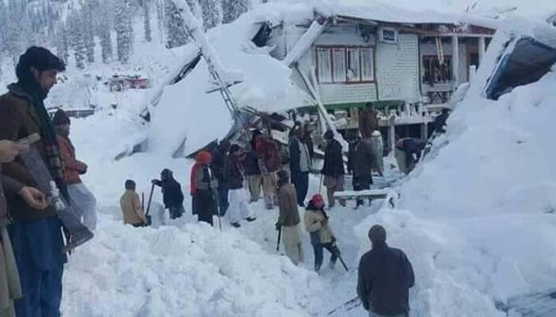 snowfall-in-pakistan-administered-kashmir-file-photo