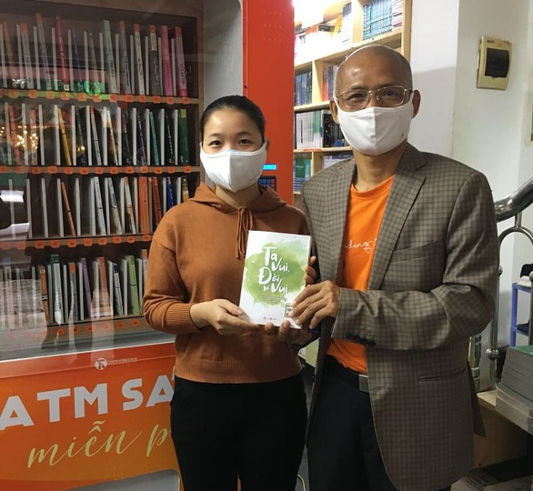 Free book ATM supports reading culture in Hanoi amid virus outbreak (Thai Ha Books)