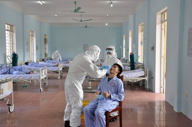 Doctors-treat-a-patient-at-a-makeshift-hospital-during-an-exercise-for-COVID-19-prevention-in-Hanoi-March-4-2020-1.jpg