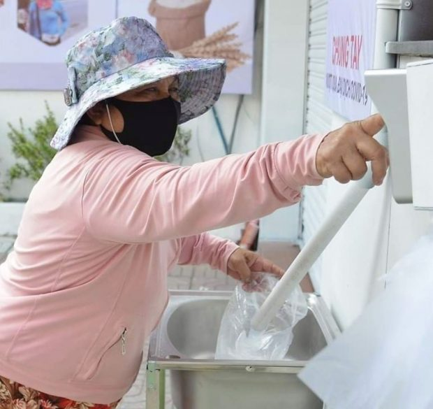 """""""Rice ATM"""" launched in Vietnam to help the disadvantaged (Facebook Redfish)"""