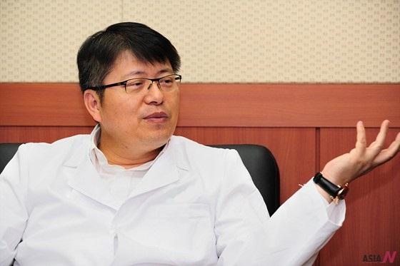 Dr. Ra Jung-chan