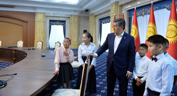 President Jeenbekov giving a guided tour of places for state events (Kabar_