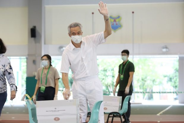 PM Lee casting his ballot (Twitter)