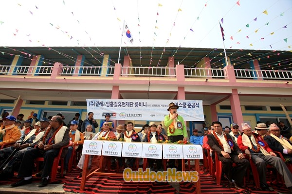 Um Hong-gil, a greeting from the completion ceremony of Lumbini Human School