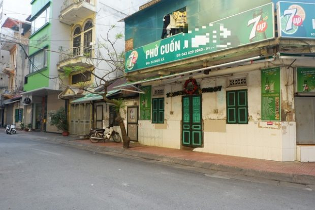 A street where Nhung Nguyen lives in Hanoi is blocked for 14 days following her Covid 19 infection (Picture by Minh Nhat)