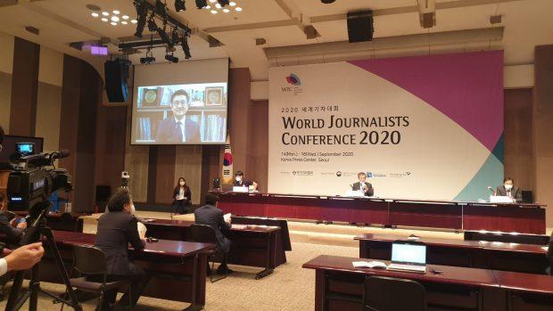 JAK President Dong Hoon Kim addressing teh conference (Sang-ki Lee)