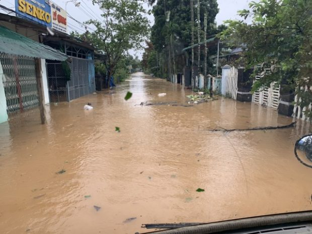 A flooded road in Binh Dinh Province. Photo by Dantri