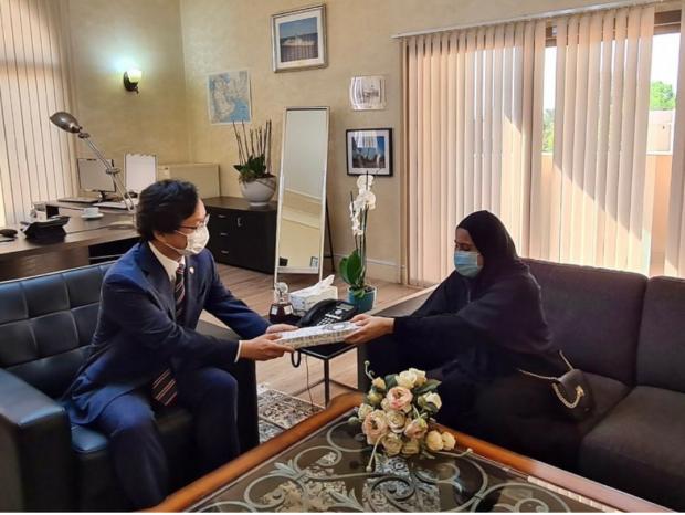 Ambassador Hae Kwan Chung congratulates Zahra on her achievement (Korean embassy)