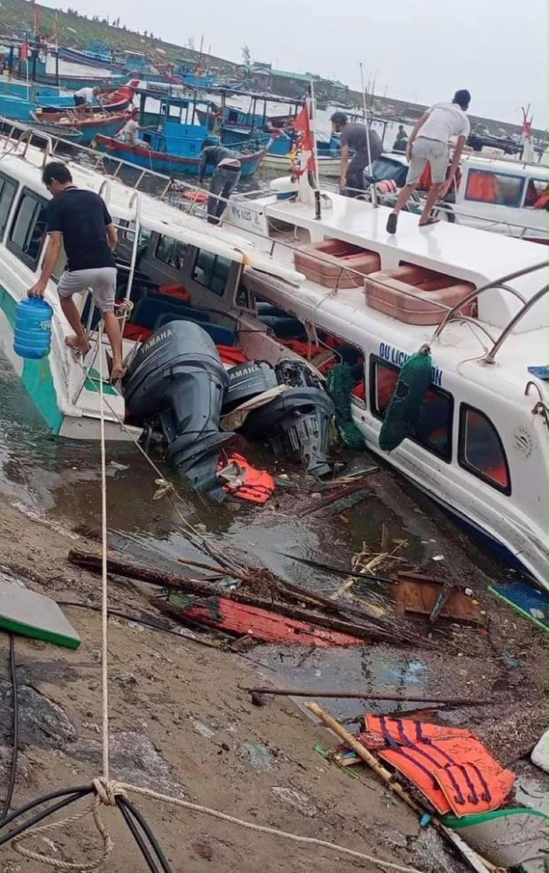 tourist boats are damaged on Ly Son Island in Quang Ngai. Photo by Dantri