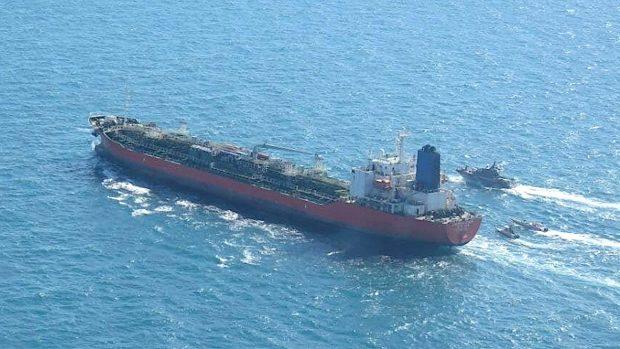 IRGC boats swarm South Korean Hankuk Chemi vessel (Tasnim news agency)