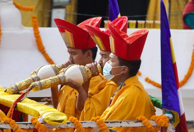 Monks playing memorial music with wind instruments at the Chokling Rinpoche funeral parade (Photo by Pemba Sherpa)