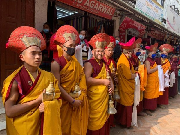 The Chokling Rinpoche funeral parade worshiped by Nepalese monks (Photo by Pemba Sherpa)