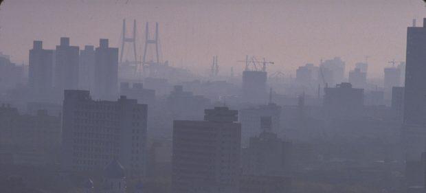 © UNICEF/Roger LeMoyne Pollution fills the skyline of the Chinese city of Shanghai at dusk.