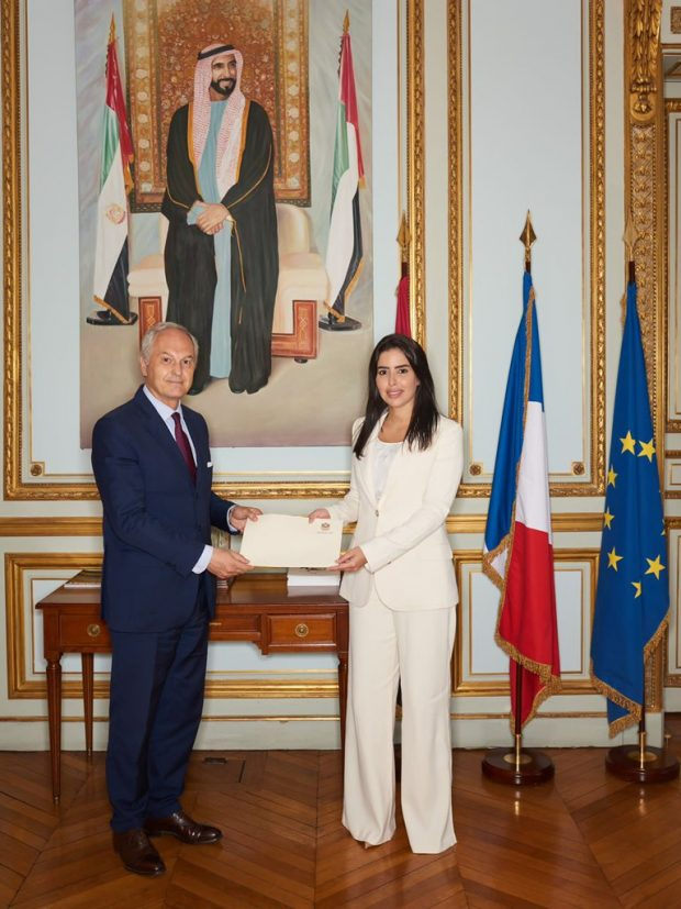 UAE Ambassador to France present a copy of her credentials (Twitter)
